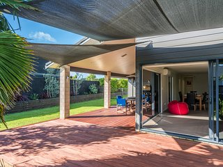 Fantail Retreat - Langs Beach Holiday Home