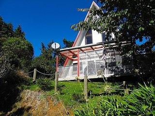 Pointy Bird - Hamurana Holiday Home, Abel Tasman National Park