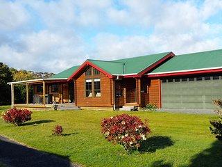Tui Retreat - Matarangi Holiday Home