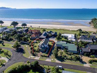 Kiwi Kuta with WiFi- Matarangi Holiday Home, Abel Tasman National Park