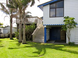 Matapouri Beach House with WiFi - Matapouri Bach