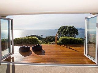 Mercury Villa Ahuahu - Rings Beach Holiday Home