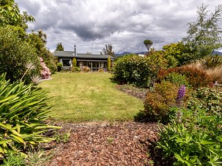 Boat Harbour House - Te Anau Holiday Home