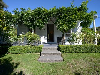 French Colonial Cottage - Akaroa Holiday Home