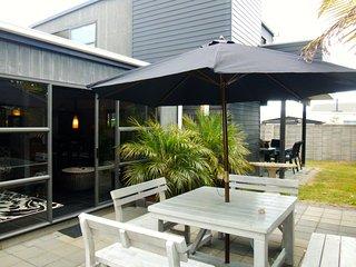 The Oasis - Matarangi Holiday Home