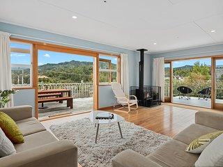 Top Views of Tapu Bay - Kaiteriteri Holiday Home, Abel Tasman National Park