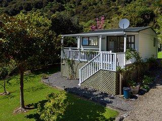 Fernbrook Cottage - Moetapu Bay Bach
