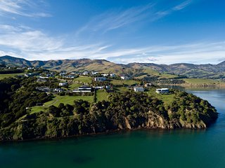 Hector's Tiny House - Akaroa Holiday Home