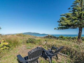 Beachfront Getaway - Waikanae Beach Holiday Home