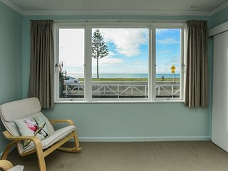 Westshore Beachfront - Napier Holiday Home