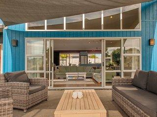 Sands Beach House - Matarangi Holiday Home