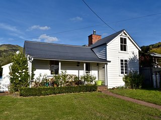 Akaroa Charm - Akaroa Holiday Home