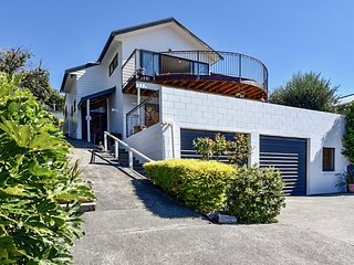 Le Bach - Akaroa Holiday Home