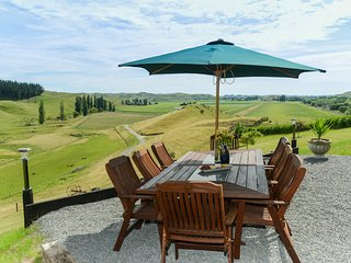 Tirohia Escape - Rural Holiday Home Only 25 Minutes From Havelock North!