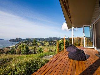 Mercury Villa Whakau - Rings Beach Holiday Home