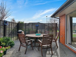 Wigram Skies - Christchurch Holiday Home