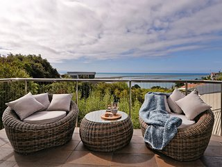 Wisteria Heights - Nelson Holiday Home