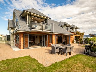 Anderson Manor - Te Anau Holiday Home