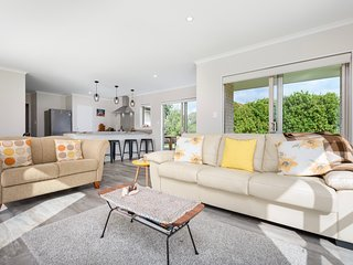 Modern Beach Break - Waihi Beach Holiday Home