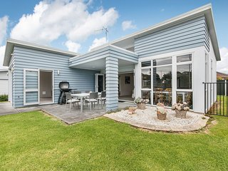 Seashell Cottage - Waihi Beach Holiday Home