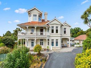 Claremont House - Dunedin Holiday Home