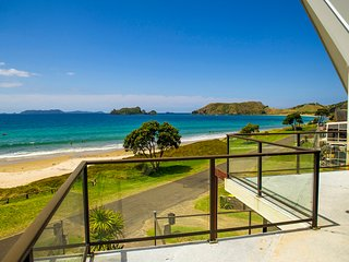 Beachfront Beauty - Opito Bay Holiday Home