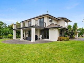 Lake Front Villa - Rotorua Holiday Home
