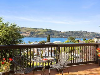 Chill By The Water - Dunedin Holiday Home