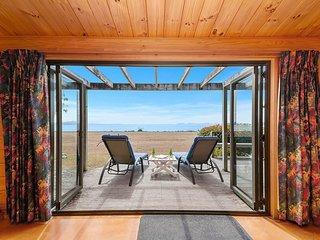 Ani Miria Lakefront - Tauranga Taupo Holiday Home