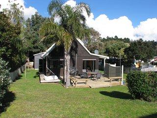 Tawa Cottage - Matarangi Holiday Home