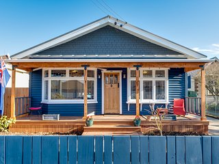 The Blue Lemon Bungalow - Christchurch Holiday Home
