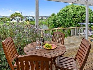Lagoon Haven - Waikanae Holiday Home