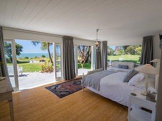 Golden Bay Beach House - Designer Beachfront Home