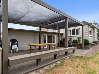 Coastal Breezes - Waihi Beach Holiday Home, Abel Tasman National Park