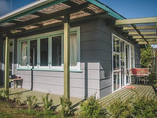 Milford House - Manapouri Holiday Home