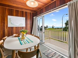 Waihi Charm - Waihi Beach Holiday Home
