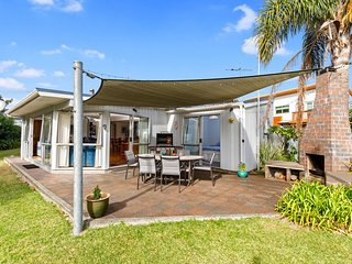 Matapouri Beach Family Haven - Matapouri Holiday Home