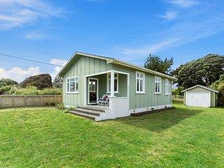 The Beach House - Pet-Friendly Kapiti Coast Holiday Home, Kapiti Coast