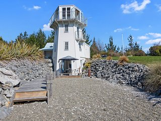 The Lighthouse - Ligar Bay Holiday Home