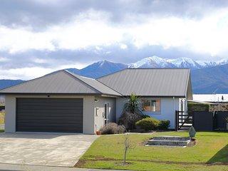 Acacia Lodge - Te Anau Holiday Home