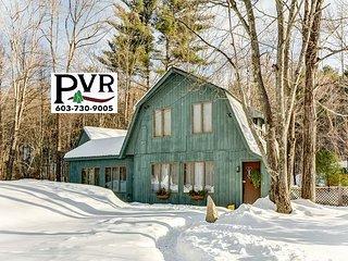 Sweet Post & Beam Near Skiing & Shopping! Fenced Yard & Pets Welcome!