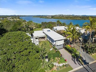 Fingal Head Architecturally designed holiday house close to the Tweed River and
