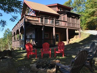 High Haven Cabin - Large Mountainside Rental with an Unforgettable View, Wi-Fi,