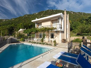 Amazing home in Krizisce w/ WiFi and 4 Bedrooms