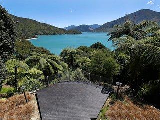 Sacred Rest - Moetapu Bay Holiday Home
