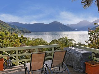 Mahakipawa Hideaway - Marlborough Sounds Holiday Home