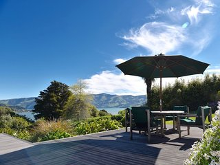 Port Watch - Akaroa Holiday Home