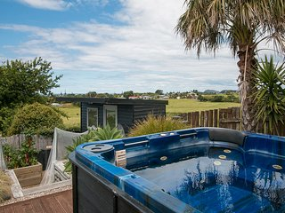Sea and Spa Serene - Waihi Beach Holiday Home