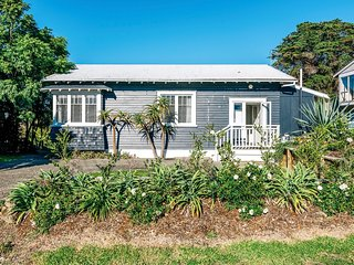 Mrs Jones Holiday Cottage - Oneroa Holiday Home