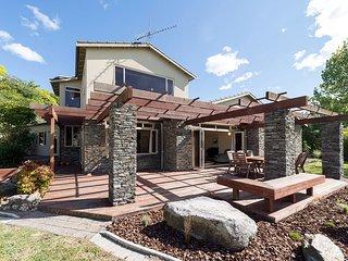 Lakeside Stone Villa - Kawaha Point Holiday Home